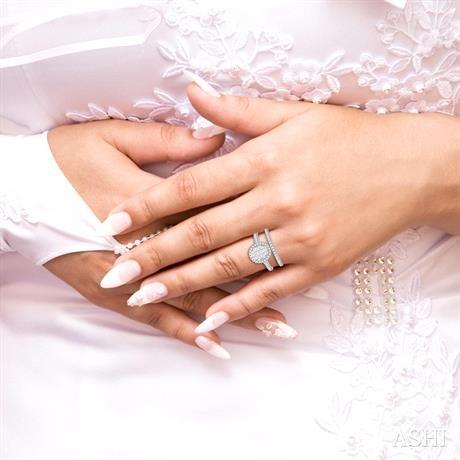 Oval Shape Lovebright Essential Diamond Wedding Set